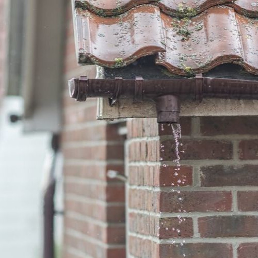 It's Time To Replace Broken Guttering